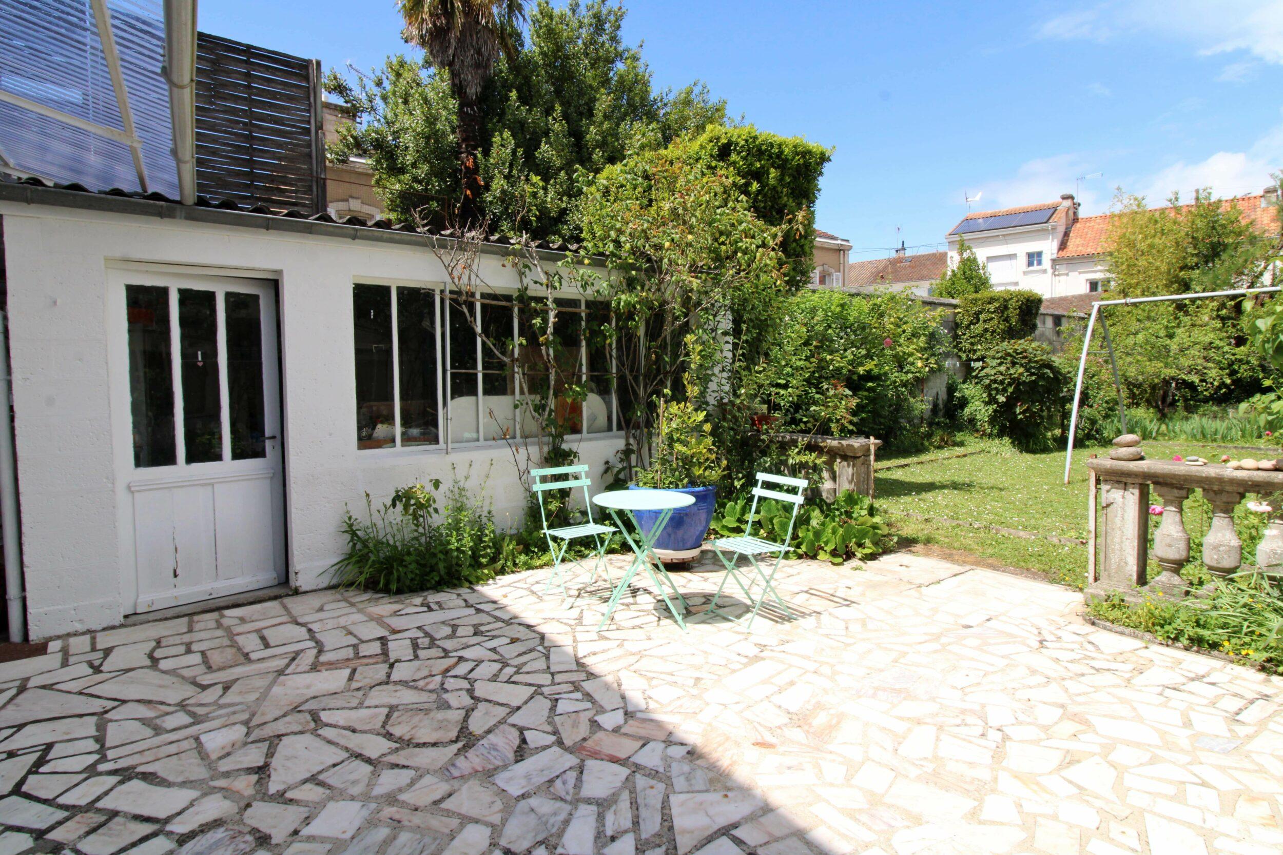 Quartier VICTOR HUGO – Maison de caractère avec jardin- 204 m² + Local commercial