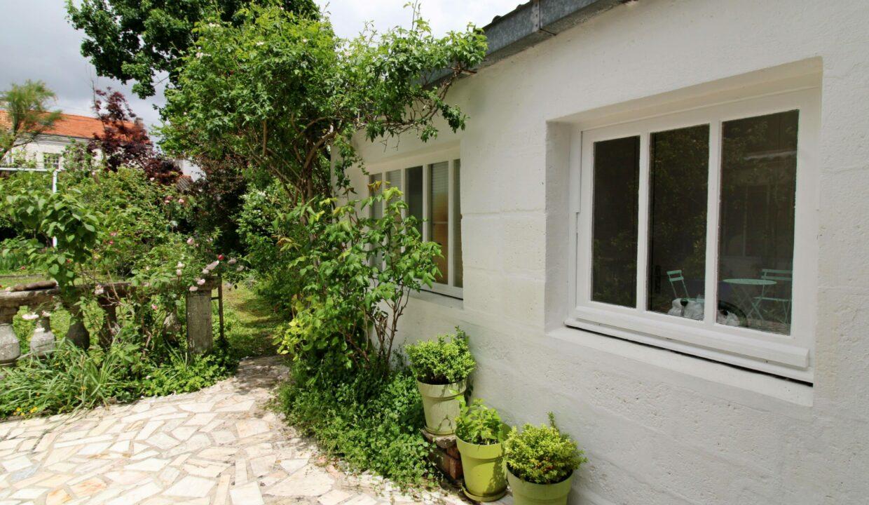 Terrasse vue jardin-cuisine d'été-min